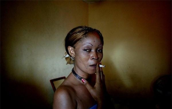 Cuộc sống bên trong ổ dịch HIV lớn nhất châu Phi - Ảnh 11.