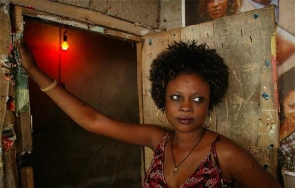 Cuộc sống bên trong ổ dịch HIV lớn nhất châu Phi - Ảnh 14.