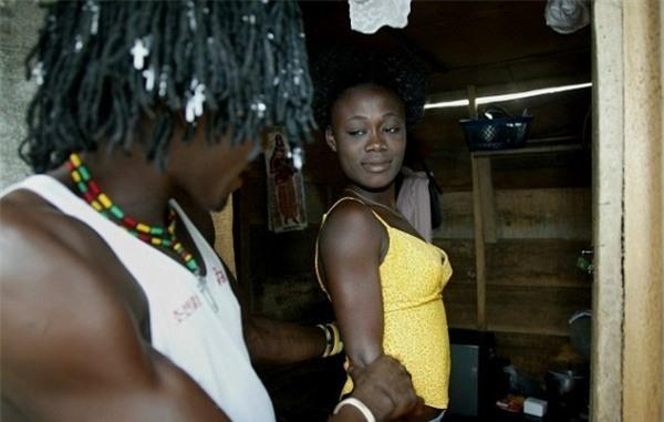 Cuộc sống bên trong ổ dịch HIV lớn nhất châu Phi - Ảnh 3.