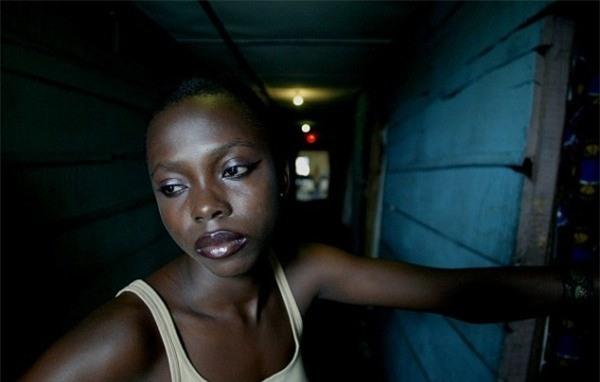 Cuộc sống bên trong ổ dịch HIV lớn nhất châu Phi - Ảnh 4.