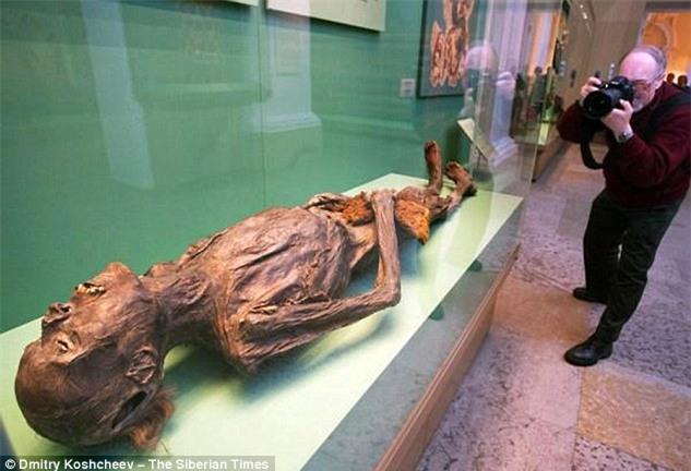 Bí ẩn xác ướp hoàng gia 2200 tuổi nghiện ngập và thích xăm trổ đã được hé mở - Ảnh 1.