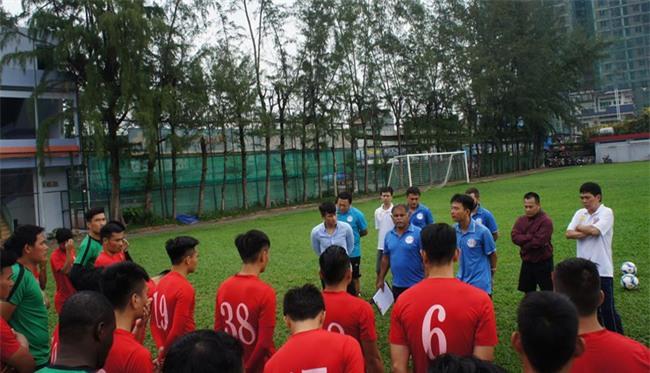 Chủ tịch CLB TPHCM Lê Công Vinh lì xì năm mới cho các cầu thủ - Ảnh 2.