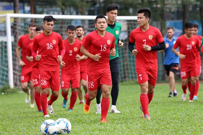 Chủ tịch CLB TPHCM Lê Công Vinh lì xì năm mới cho các cầu thủ - Ảnh 5.