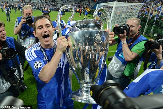 Huyền thoại Chelsea Frank Lampard giải nghệ - Ảnh 1.