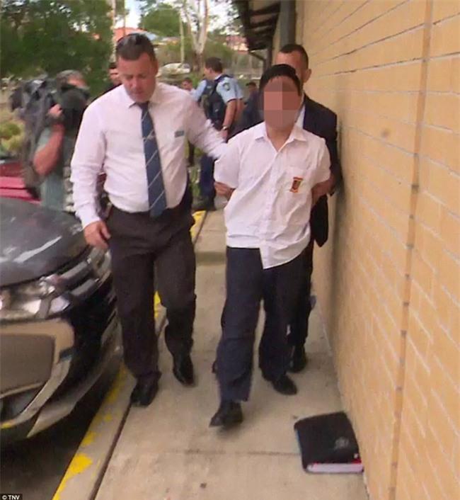 Úc: Đâm dao vào cô giáo và các bạn tại trường học, nam sinh 16 tuổi bị bắt - Ảnh 2.