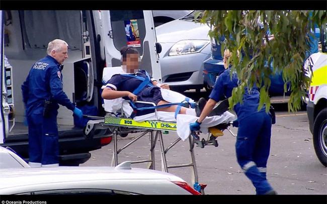 Úc: Đâm dao vào cô giáo và các bạn tại trường học, nam sinh 16 tuổi bị bắt - Ảnh 4.