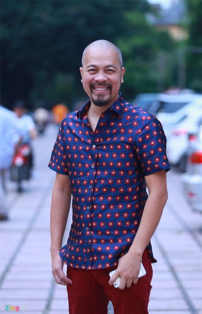 'Trang phuc di dang voi vay dup kia khong the goi la ao dai' hinh anh 1