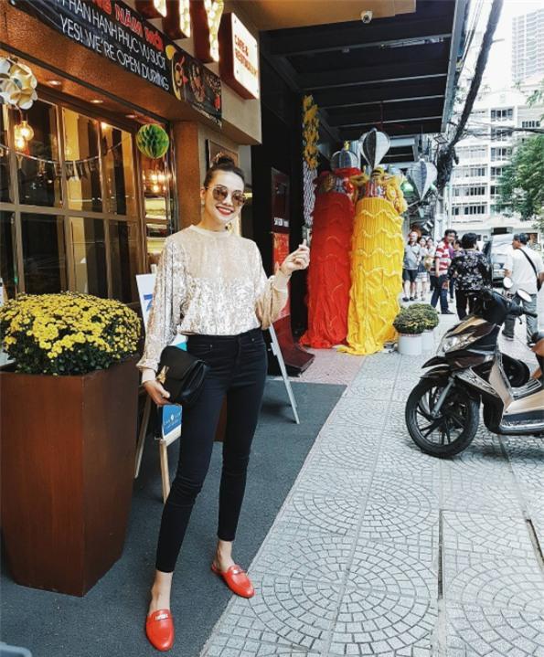 Đâu chỉ có áo dài cách tân, street style đón Xuân của sao Việt còn rực rỡ thế này cơ mà! - Ảnh 2.