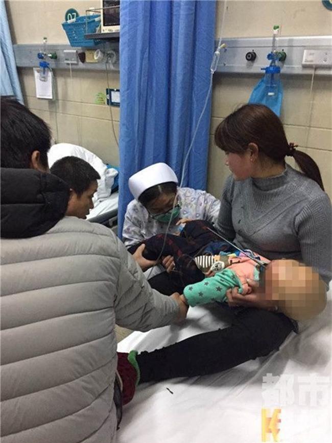 Mải đùa nghịch mà không có người lớn trông coi, bé trai 2 tuổi bị thanh cốt thép đâm xuyên hộp sọ - Ảnh 1.