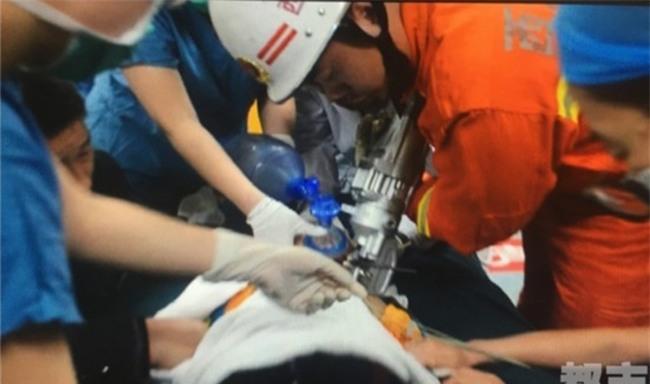 Mải đùa nghịch mà không có người lớn trông coi, bé trai 2 tuổi bị thanh cốt thép đâm xuyên hộp sọ - Ảnh 4.