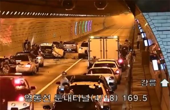 Tai nạn giao thông ở Hàn Quốc, và cách mà người ta ứng xử khi bắt gặp khiến bất cứ ai cũng phải nể phục - Ảnh 2.