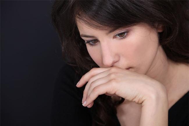 Choáng khi chồng tôi bẽn lẽn xin phép vợ cho người yêu cũ về nhà ở tạm một thời gian - Ảnh 2.