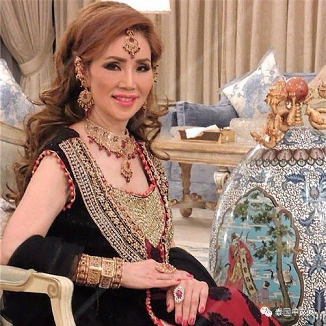 Cô bé Lọ Lem phiên bản già: 60 tuổi vẫn kiếm được chồng đại gia Dubai giàu nứt đố đổ vách - Ảnh 1.