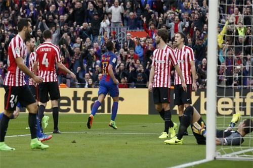 Pablo Alcacer ghi bàn mở tỉ số sớm cho Barcelona
