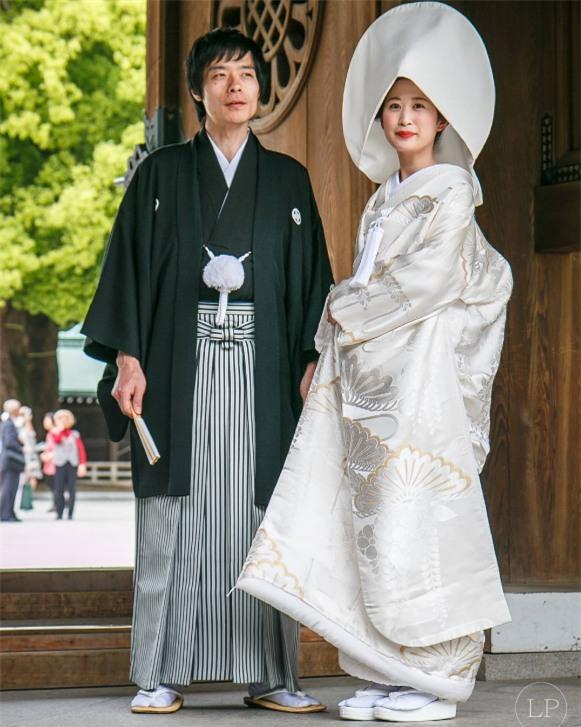 Cùng ngắm 17 bộ áo cưới truyền thống tuyệt đẹp trên toàn thế giới - Ảnh 1.