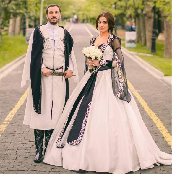 Cùng ngắm 17 bộ áo cưới truyền thống tuyệt đẹp trên toàn thế giới - Ảnh 19.