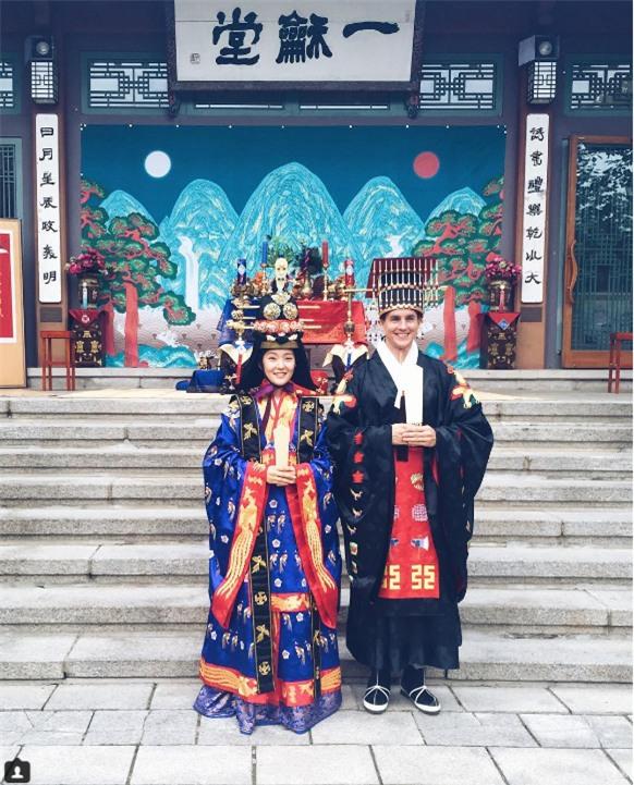 Cùng ngắm 17 bộ áo cưới truyền thống tuyệt đẹp trên toàn thế giới - Ảnh 27.