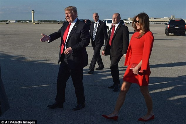 Ông Donald Trump tránh nắm tay vợ nơi công cộng và đây là lý do - Ảnh 2.