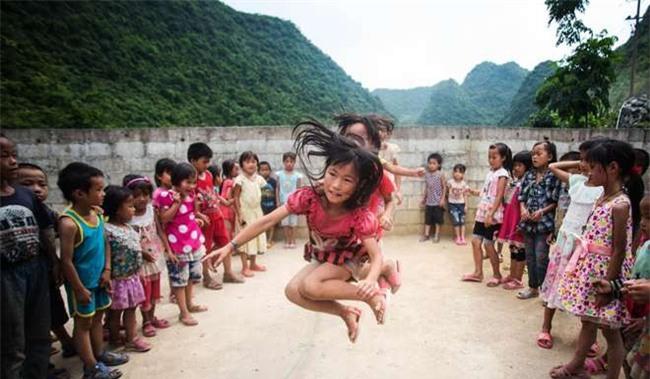 Dòng thư tuyệt mệnh nghẹn ngào nước mắt của cậu bé Trung Quốc: Cha, nếu con qua đời, chắc cha sẽ vui hơn - Ảnh 1.