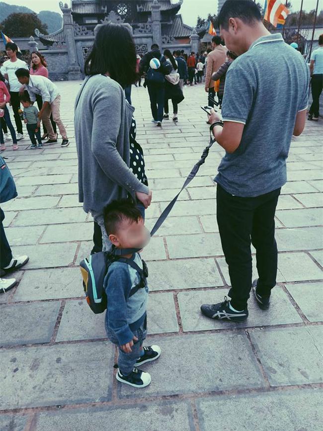 Bố sẽ dắt con đi khắp thế gian - bức ảnh gây bão cộng đồng mạng những ngày này - Ảnh 1.