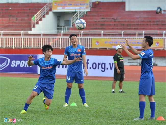 Hình ảnh đối lập trước giờ G của U23 Việt Nam và U23 Malaysia - Ảnh 1.