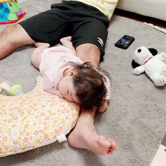 Không chỉ ăn giỏi, bé 2 tuổi người Nhật còn có thể ngủ trên mọi địa hình khiến các mẹ mê mẩn - Ảnh 17.
