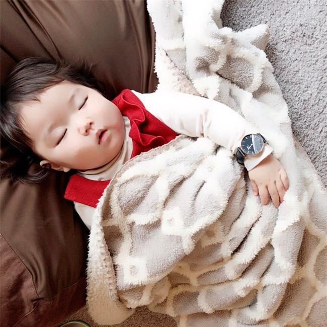 Không chỉ ăn giỏi, bé 2 tuổi người Nhật còn có thể ngủ trên mọi địa hình khiến các mẹ mê mẩn - Ảnh 20.
