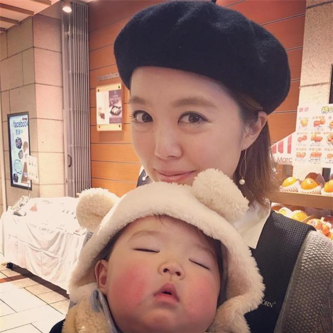 Không chỉ ăn giỏi, bé 2 tuổi người Nhật còn có thể ngủ trên mọi địa hình khiến các mẹ mê mẩn - Ảnh 24.