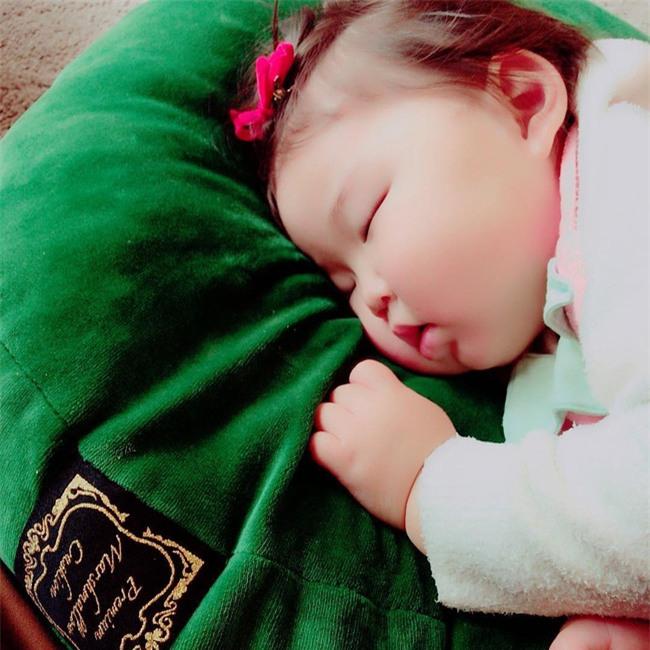 Không chỉ ăn giỏi, bé 2 tuổi người Nhật còn có thể ngủ trên mọi địa hình khiến các mẹ mê mẩn - Ảnh 10.