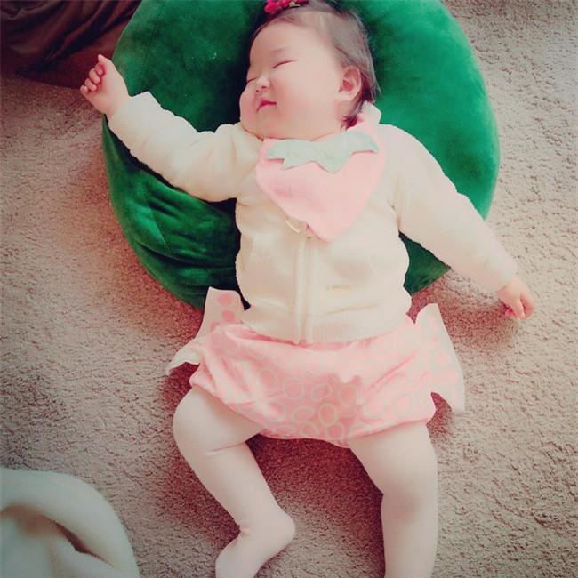 Không chỉ ăn giỏi, bé 2 tuổi người Nhật còn có thể ngủ trên mọi địa hình khiến các mẹ mê mẩn - Ảnh 11.