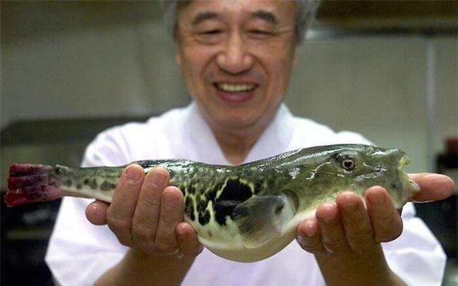 Có gì trong miếng sushi cuốn vàng trị giá 2,2 triệu đồng? - Ảnh 4.