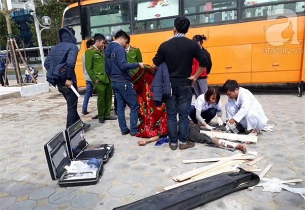 Cắt thùng phuy để trang trí quán cafe xe buýt, 1 người bị thương nặng - Ảnh 1.