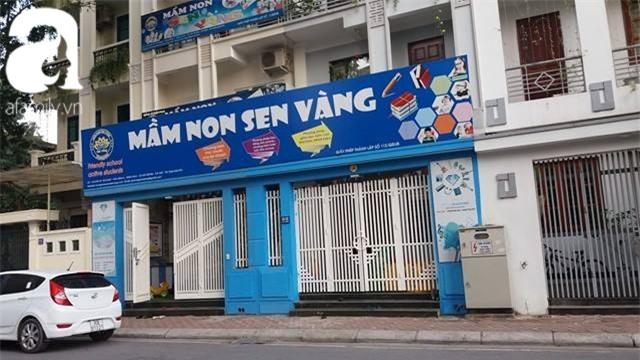 Phụ huynh lao đao đi tìm trường mới cho con sau khi MN Sen Vàng bị đóng cửa - Ảnh 2.