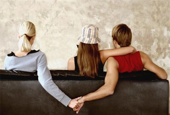 """4 thời điểm đen """"nguy hiểm"""" khiến đàn ông dễ rơi vào bẫy ngoại tình - Ảnh 2."""
