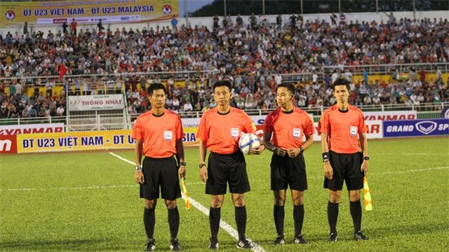Có khoảng chục ngàn khán giả dự khán trận U23 Việt Nam - U23 Malaysia trên sân Thống Nhất tối 7/2