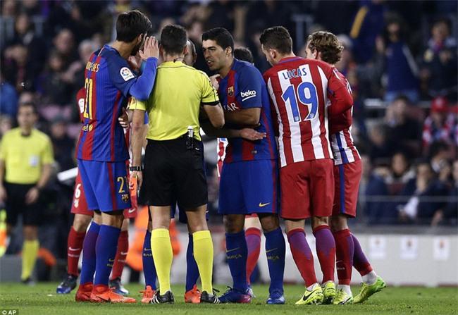 Barca vào chung kết Cúp Nhà vua trong trận đấu có 3 thẻ đỏ - Ảnh 4.