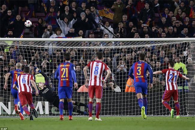 Barca vào chung kết Cúp Nhà vua trong trận đấu có 3 thẻ đỏ - Ảnh 7.
