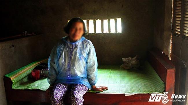 Người đàn bà 20 năm bị đám trai làng làm nhục, sinh 7 đứa con hoang - Ảnh 2.