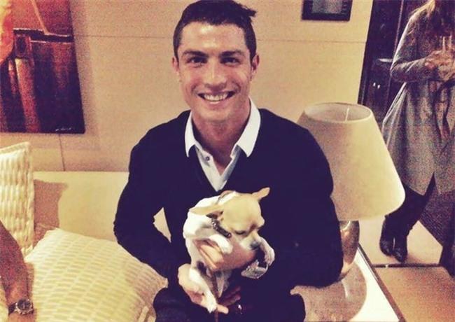 Ronaldo ra tay nghia hiep cuu 80 chu cho hinh anh 1