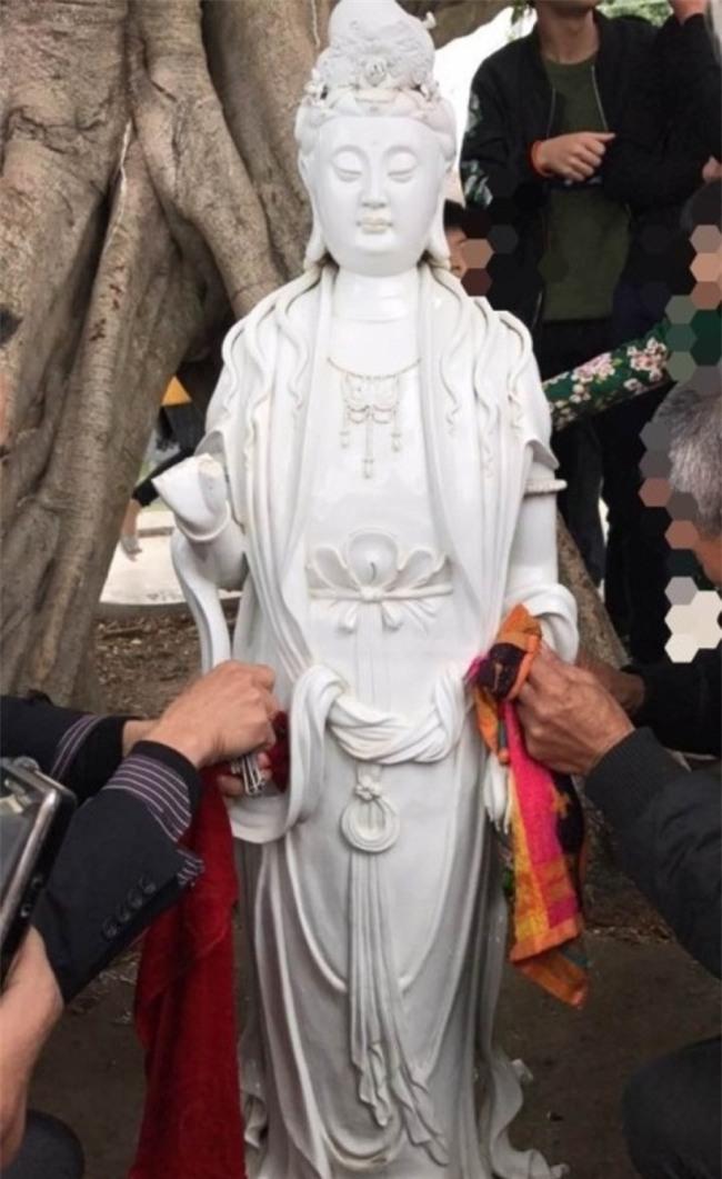 Trung Quốc: Bức tượng Quan Thế Âm Bồ Tát bí ẩn đột ngột nổi lên giữa dòng sông - Ảnh 6.