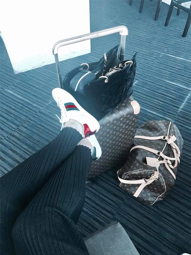 Đây là lý do các người đẹp Việt đang tạm cất giày cao gót vào một góc đấy! - Ảnh 2.