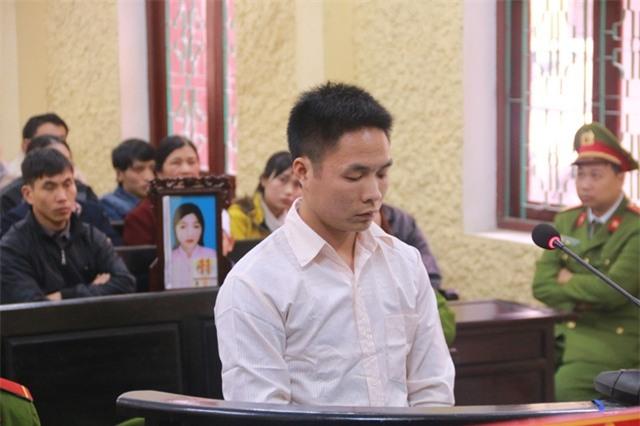 Đối tượng Lê Văn Tú trước vành móng ngựa khai toàn bộ hành vi giết hại chị H - người tình hơn mình 7 tuổi.