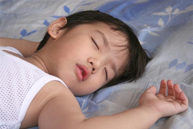 Cho con đi ngủ sớm hơn 20 phút mỗi ngày, bạn sẽ nhận được kết quả bất ngờ - Ảnh 1.
