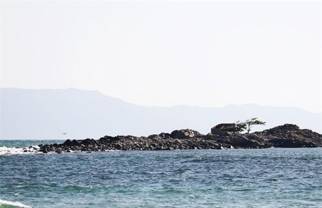Khu vực 2 thanh niên mất tích sau khi nhảy xuống biển cứu bạn ở thị xã Ninh Hòa, Khánh Hòa (Ảnh: H.X.)