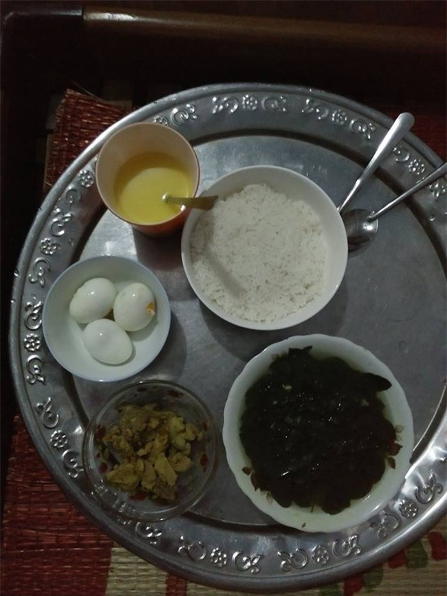 Bữa cơm ở cữ của mẹ chồng với 1 bát mắm 2 quả trứng khiến chị em xót xa thương cảm - Ảnh 9.