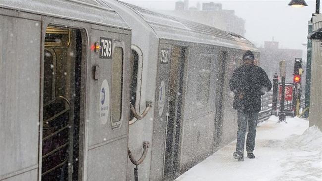 Bão tuyết phủ trắng xóa New York, ít nhất một người chết - Ảnh 2.
