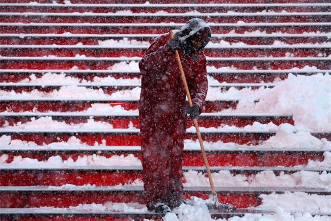 Bão tuyết phủ trắng xóa New York, ít nhất một người chết - Ảnh 7.