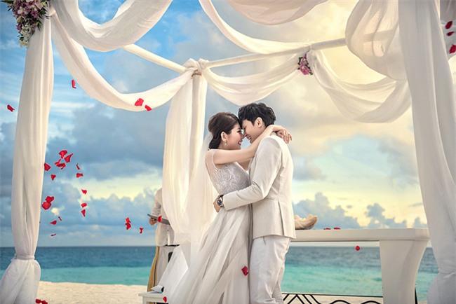 Cặp đôi yêu nhau từ thời tay trắng đến đám cưới bạc tỷ bao trọn resort 5 sao Maldives khi chồng thành đại gia - Ảnh 1.