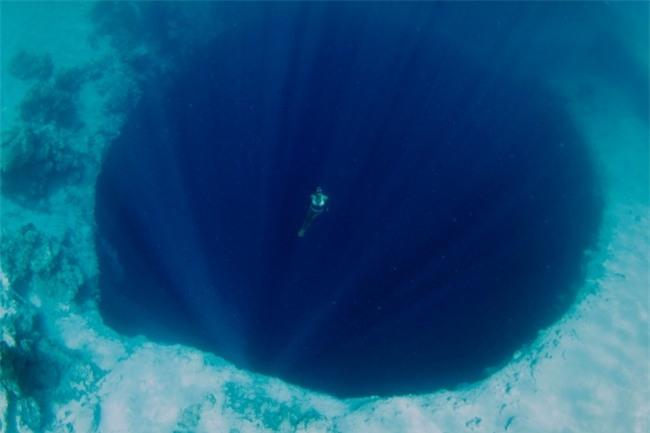 15 bức ảnh chắc chắn sẽ khiến bạn suy nghĩ kỹ hơn trước khi đi bơi - Ảnh 8.