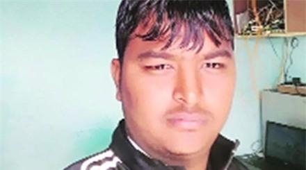 Rohit Singh, một trong hai thiếu niên phát hiện chiếc máy bay của GoAir phát hoả.